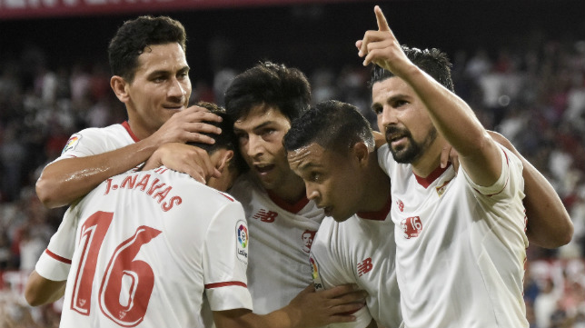Nolito celebra con sus compañeros su gol ante la Roma en el Trofeo Antonio Puerta