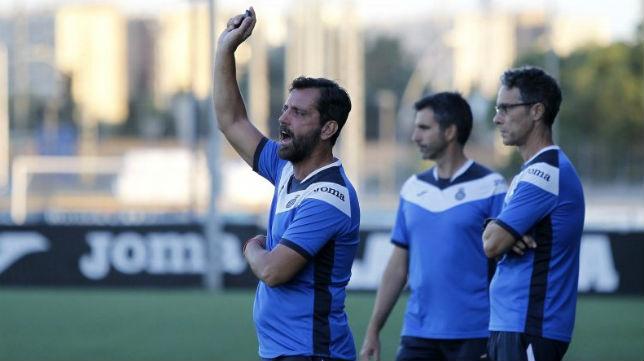 Quique Sánchez Flores, en un entrenamiento del Espanyol (Foto: @RCDEspanyol)