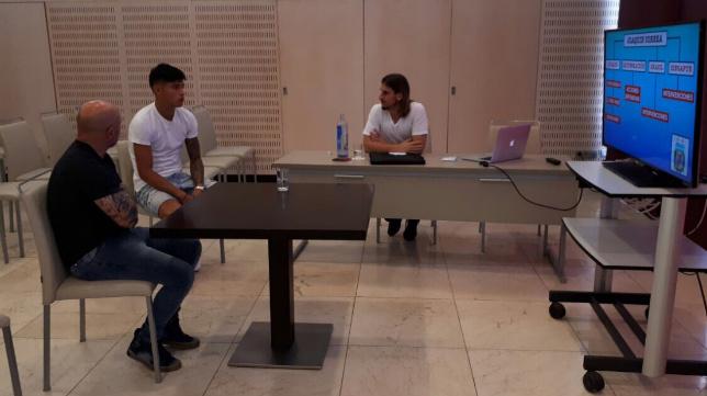 Correa, junto a Sampaoli y Beccacece