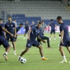 Los jugadores del Sevilla, entrenándose en el Basaksehir Arena (EFE)