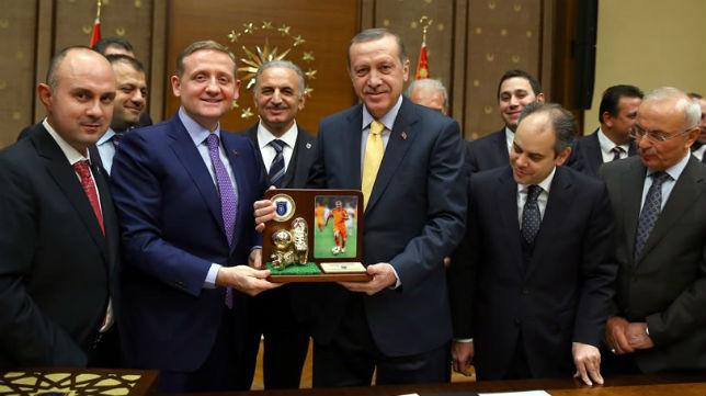 Gumusdag y el presidente de Turquía, Erdogan