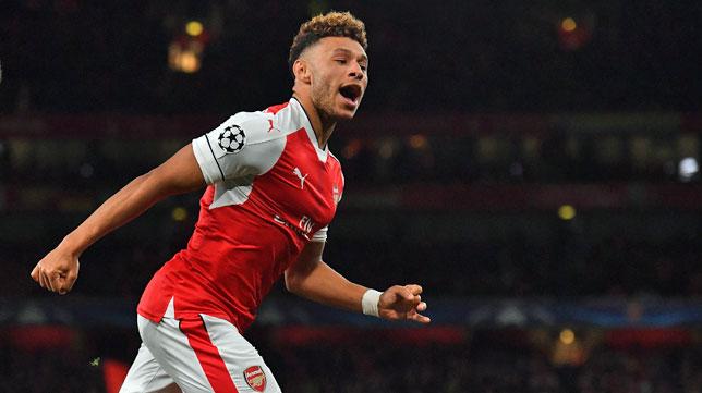 Chamberlain, con la camiseta del Arsenal (foto: AFP/ BEN STANSALL)