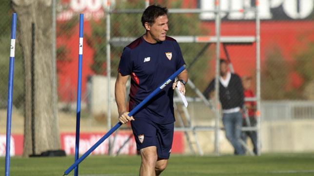 Berizzo, en un entrenamiento en la ciudad deportiva (foto: Rocío Ruz)