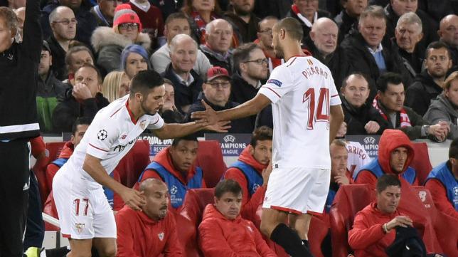 Sarabia sustituyó a Pizarro en Anfield antes del descanso