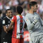 Sergio Rico celebra la victoria en el Girona-Sevilla (AFP)