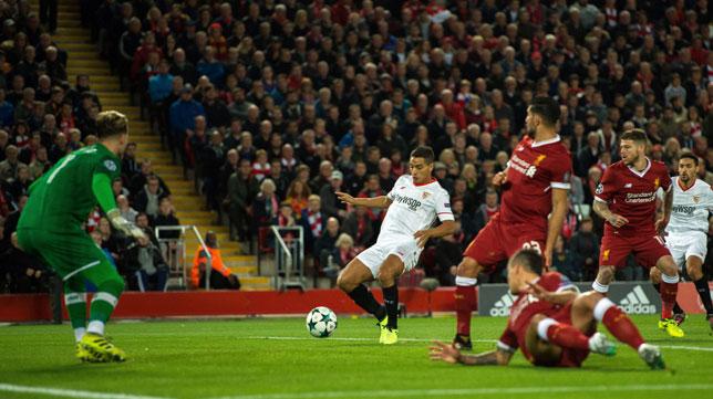 Ben Yedder remata a placer para situar el 0-1 (Foto: EFE).