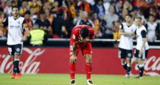 Banega se lamenta en Mestalla