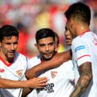 Banega celebra su gol ante el Málaga junto a Navas, Muriel y Correa