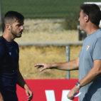 Berizzo y Sarabia, durante un entrenamiento del Sevilla FC