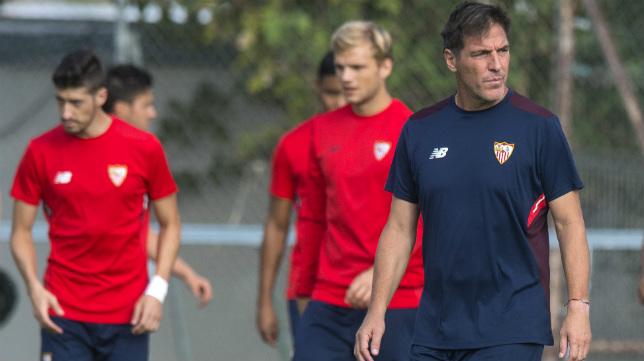 Berizzo, durante un entrenamiento en la ciudad deportiva (Foto: Juan José Úbeda)