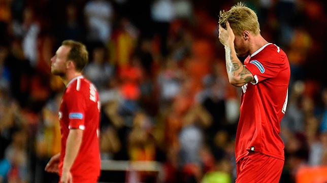 Kjaer se lamenta tras encajar el Sevilla FC el 4-0 en Valencia