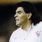 Maradona, con la camiseta del Sevilla FC