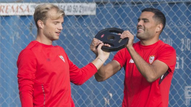 Geis y Mercado, en un entrenamiento del Sevilla