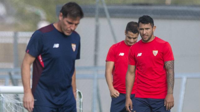Montoya, en un entrenamiento junto a Berizzo