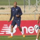 Nzonzi, durante un entrenamiento con el Sevilla FC