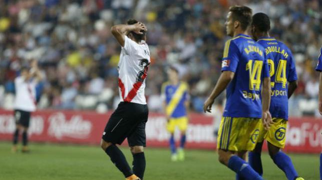 Pepe Mena se desespera tras fallar una ocasión en el Sevilla Atlético- Cádiz. Foto: LaLiga
