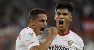 Ben Yedder celebra con Correa el 1-0 en el Sevilla FC-Leganés