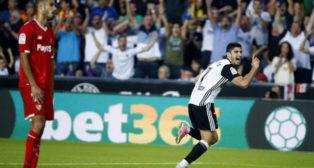 Guedes celebra el 1-0 en el Valencia-Sevilla FC