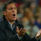 Berizzo gesticula durante el encuentro jugado ante el Barcelona en el Camp Nou (Foto: Reuters)