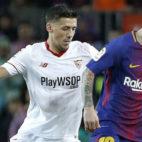 Lenglet persigue a Messi durante el encuentro jugado en el Camp Nou (Foto: EFE)