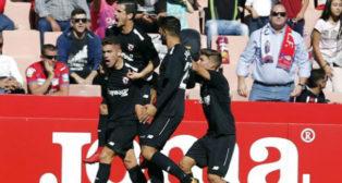 Los jugadores del Sevilla Atlético celebrando el tanto de Curro. Foto: LaLiga