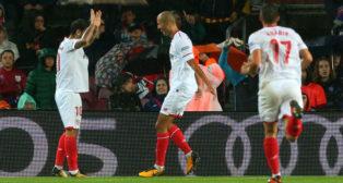 Pizarro, Banega y Sarabia, en el Barcelona-Sevilla (AFP)