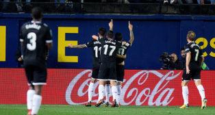Los jugadores del Sevilla FC celebran uno de los goles en Villarreal
