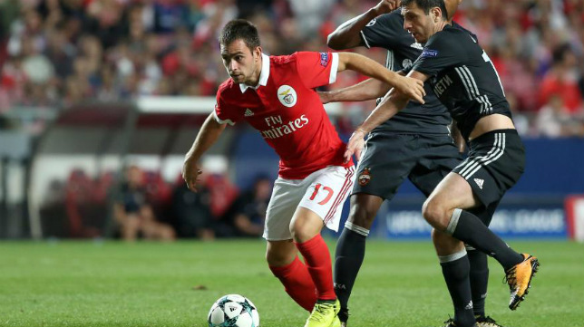 Andrija Zivkovic, en un partido con el Benfica
