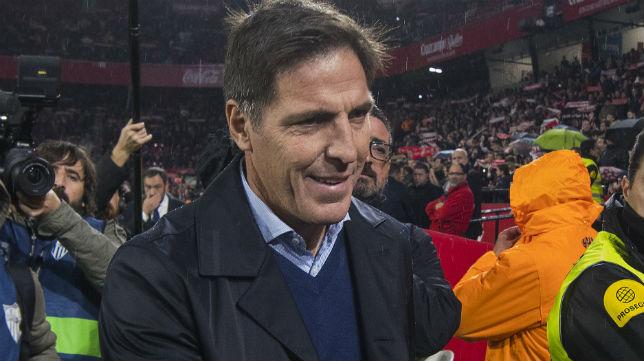 El técnico del Sevilla, Eduardo Berizzo, en el encuentro contra el Levante (Foto: J. J. Úbeda)