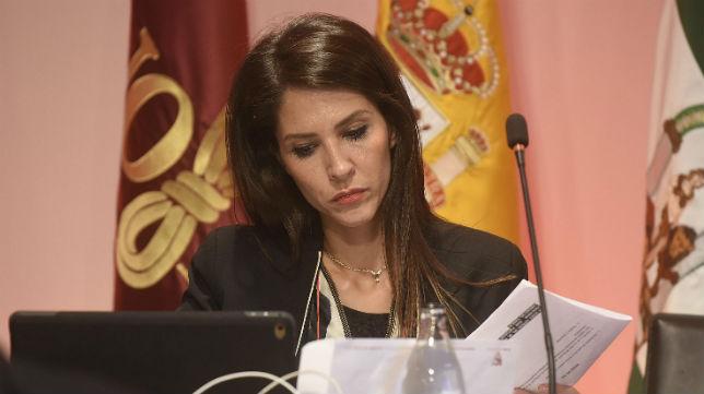 Carolina Alés, en la junta de accionistas del Sevilla de 2017 (Jesús Spínola)