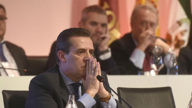 José María Cruz, en la junta de accionistas del Sevilla (Jesús Spínola)
