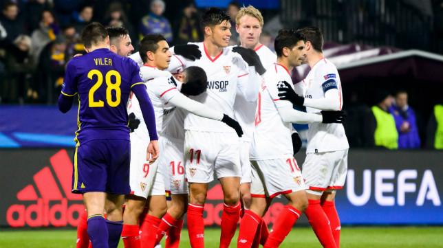 Los jugadores del Sevilla FC celebran el 1-1 en Maribor
