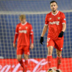 Sarabia, alicaído, tras encajar un gol el Sevilla FC ante la Real Sociedad