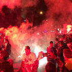 La afición del Sevilla, en la previa del partido con el Atlético (F. M.)