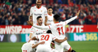 Muriel, Correa, Sarabia, Escudero, Nzonzi y Navas, en el Sevilla-Atlético de Madrid (EFE)