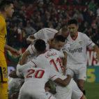 Muriel, Correa, Sarabia, Escudero, Nzonzi y Navas, en el Sevilla-Atlético de Madrid (Raúl Doblado)