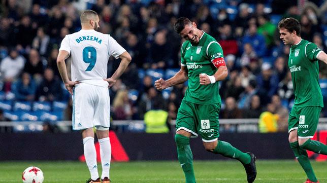 Gabriel Pires, en su etapa en el Leganés, celebra un gol ante Benzema (Foto: EFE).