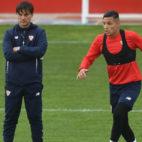 Vincenzo Montella, junto a Arana, en el entrenamiento del Sevilla FC. Foto: J. J. Úbeda