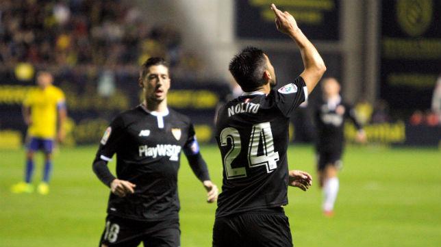 Nolito celebra con Escudero su gol en el Cádiz-Sevilla (EFE)
