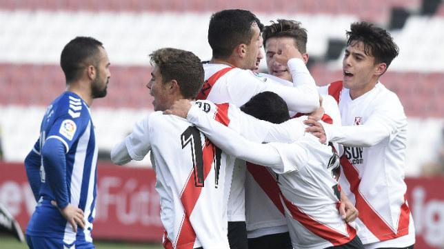 Los jugadores del Sevilla Atlético celebran uno de los goles ante el Lorca. Foto: J. Spínola