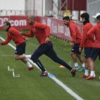 Los jugadores del Sevilla, ayer antes del derbi (Jesús Spínola)