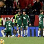 Los jugadores del Betis celebran el 3-5 ante el Sevilla FC
