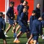 El Sevilla FC, en su último entrenamiento antes del partido frente al United (Foto: J. J. Úbeda/ABC)
