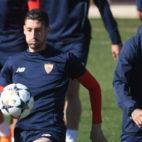 Escudero y Banega, durante el entrenamiento de ayer del Sevilla