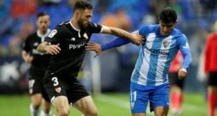Miguel Layún junto a 'Chori' Castro, durante el Málaga-Sevilla (EFE)