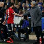Mata y Mourinho, en un partido del Manchester United (Reuters)