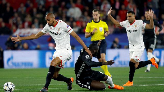 Nzonzi y Mercado, en el Sevilla-Manchester United (EFE)