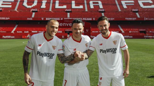 Sandro, Roque Mesa y Layún, durante su presentación como jugadores del Sevilla. Foto: R. Doblado
