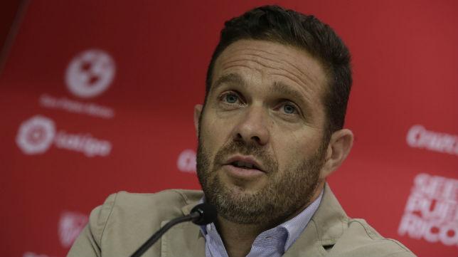 Tevenet, en una rueda de prensa del Sevilla (Raúl Doblado)