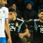 Éver Banega, jugador del Sevilla, celebra su gol a Italia con Argentina